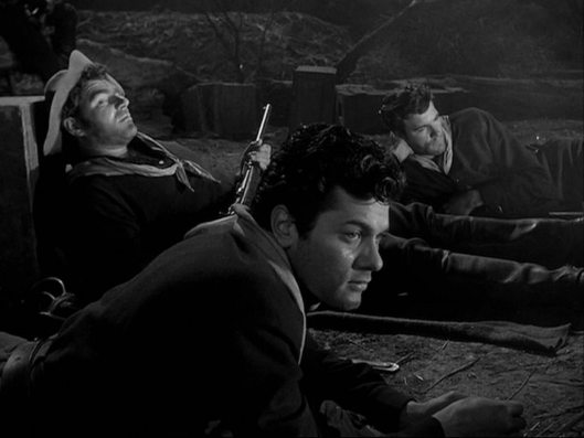 In the foreground a young Tony Curtis on film debut