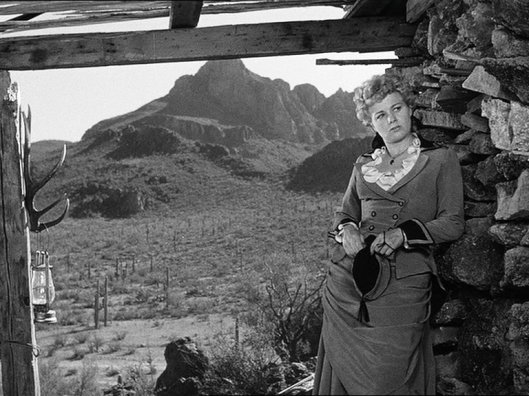 Shelley Winters as Lola Manners
